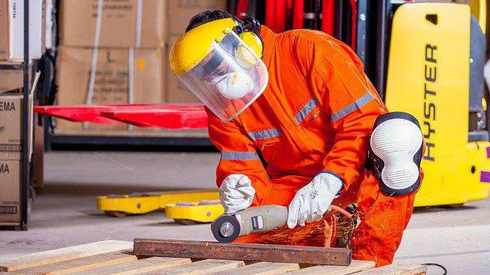 Physical Jobs Linked to More Sick Leave, Earlier Retirement